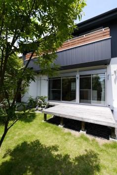 庭へつながる開放的な空間、光と風が通う家 サブ画像4