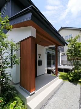 庭へつながる開放的な空間、光と風が通う家 サブ画像1
