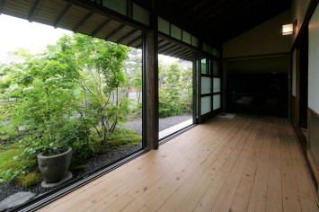 広縁を愉しむ庭のある家 サブ画像4