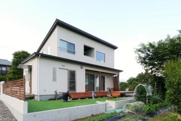 吹き抜けダイニングが伸びやかな、木の素材感を楽しむ家 サブ画像4