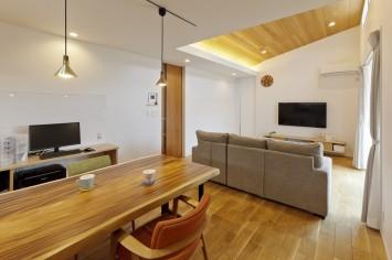 シンプルに素材感が際立つ平屋の住まい サブ画像5