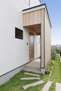 庭とリビング、つながりのある住まい サブ画像1