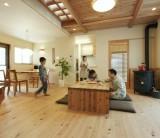 火を囲む暮らしのある家 ペレットストーブ /  富士・富士宮・三島 フジモクの家