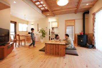 富士山麓に根を下ろす、暖炉のある木の家 サブ画像1