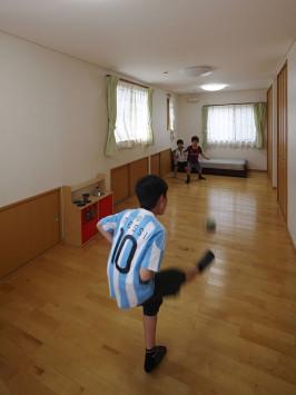 子どもたちが自由に動き回る、笑い声が絶えない楽しい家 サブ画像2
