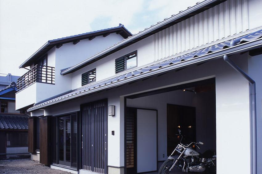 趣味と共に暮らす ガレージのある家