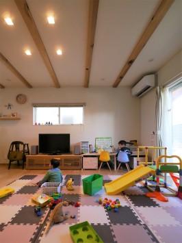 木の質感が引き立つデザインで、シンプル&大人かわいいお家 サブ画像1