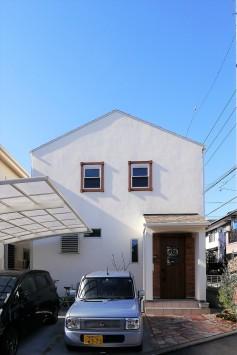 木の質感が引き立つデザインで、シンプル&大人かわいいお家 サブ画像3