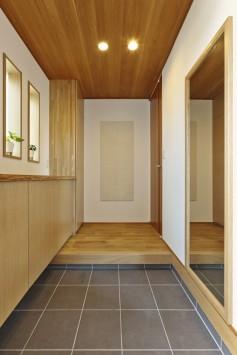 シンプルに素材感が際立つ平屋の住まい サブ画像2