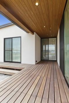 シンプルに素材感が際立つ平屋の住まい サブ画像9