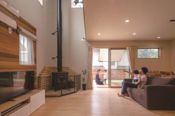 木の家と薪ストーブを楽しむ暮らし サブ画像1
