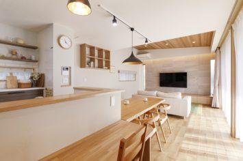 心豊かな暮らしを楽しむ 外と内をつなぐ家 サブ画像2